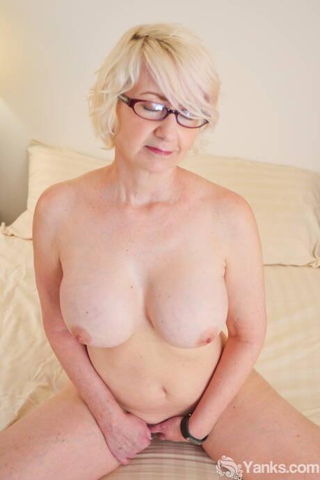 Blonde Milfs Porn Pics